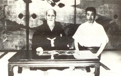 Morihei Ueshiba, fondateur de l'aïkido, avec Hikitsuchi Michio sensei